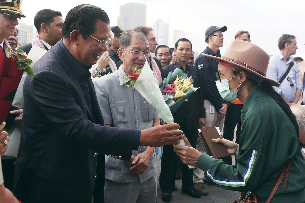 Lo virus lan ra toàn cầu từ 2.200 người trên tàu cập cảng Campuchia Ảnh 2