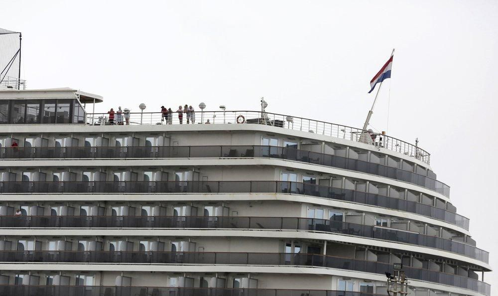 Lo virus lan ra toàn cầu từ 2.200 người trên tàu cập cảng Campuchia Ảnh 1