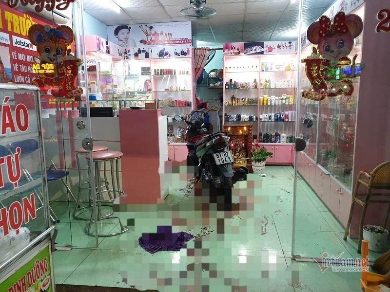 Chủ cửa hàng mỹ phẩm ở Bình Dương bị chém gục bên vũng máu Ảnh 1