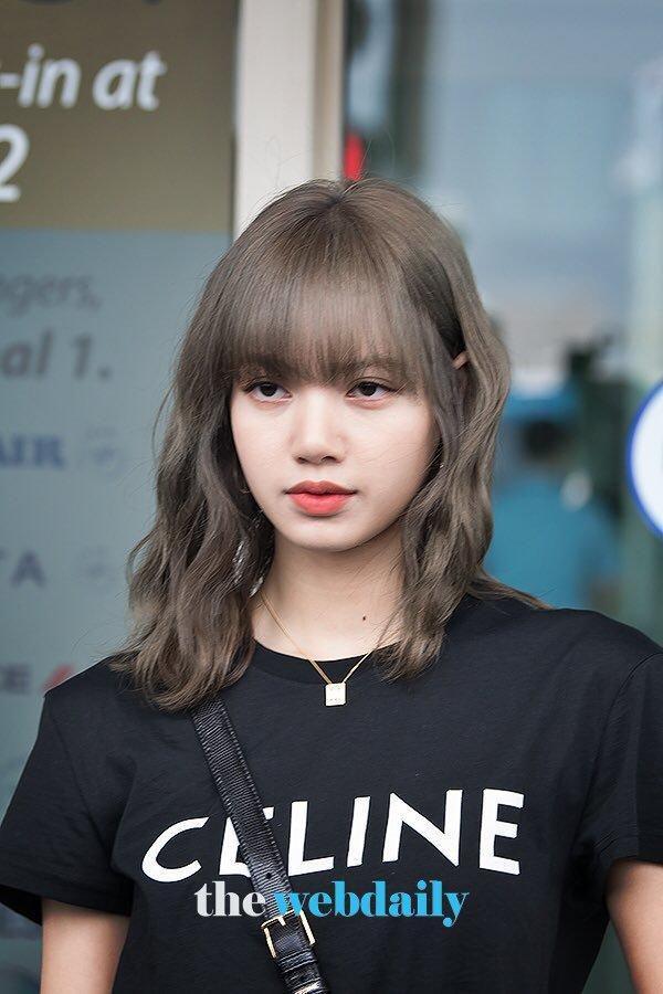 Lisa (BLACKPINK) ghi điểm tuyệt đối với gương mặt xinh như búp bê và mái tóc đen dài Ảnh 9