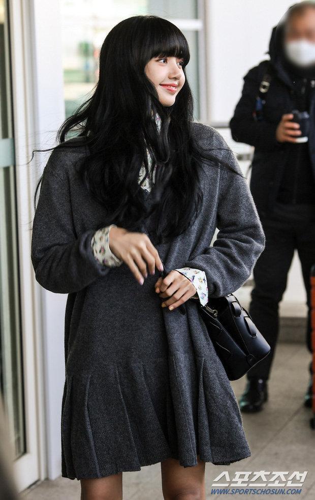 Lisa (BLACKPINK) ghi điểm tuyệt đối với gương mặt xinh như búp bê và mái tóc đen dài Ảnh 5