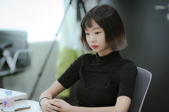 Nữ quái của 'Itaewon Class' khác lạ ngoài đời Ảnh 1