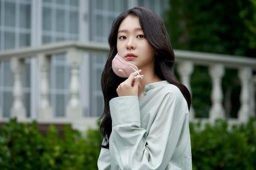 Nữ quái của 'Itaewon Class' khác lạ ngoài đời Ảnh 8