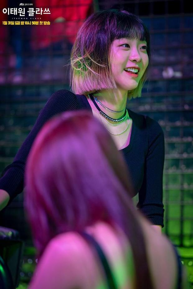 Nữ quái của 'Itaewon Class' khác lạ ngoài đời Ảnh 2