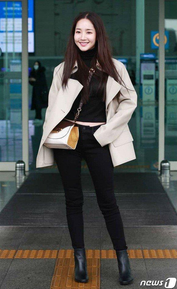 'Mỹ nhân dao kéo' Park Min Young liên tục biến sân bay thành sàn diễn thời trang Ảnh 2