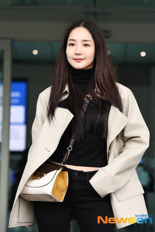 'Mỹ nhân dao kéo' Park Min Young liên tục biến sân bay thành sàn diễn thời trang Ảnh 3