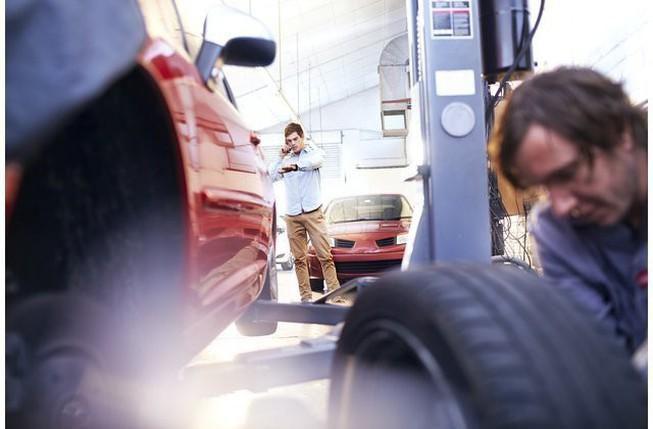 Bơm lốp xe bằng khí nitơ có thật sự tiện lợi? Ảnh 1