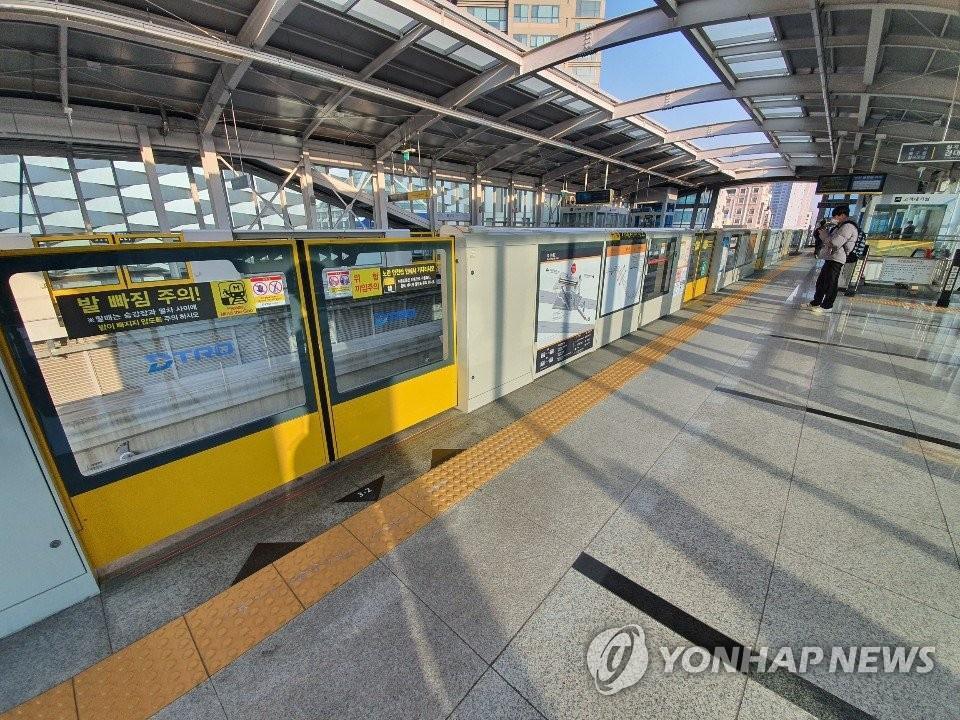 Thành phố 2,5 triệu dân ở Hàn Quốc vắng lặng giữa dịch cúm corona Ảnh 6
