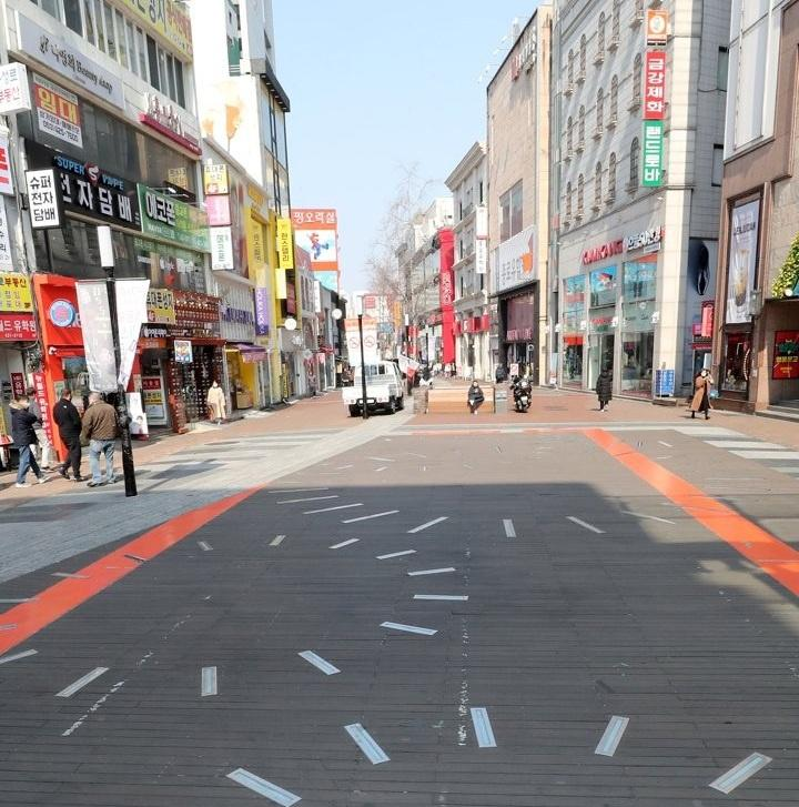 Thành phố 2,5 triệu dân ở Hàn Quốc vắng lặng giữa dịch cúm corona Ảnh 5
