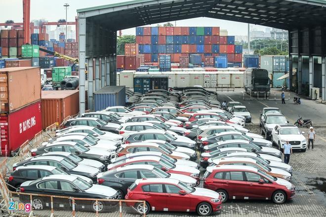 Ôtô nhập khẩu về Việt Nam lao dốc từ đầu năm Ảnh 1