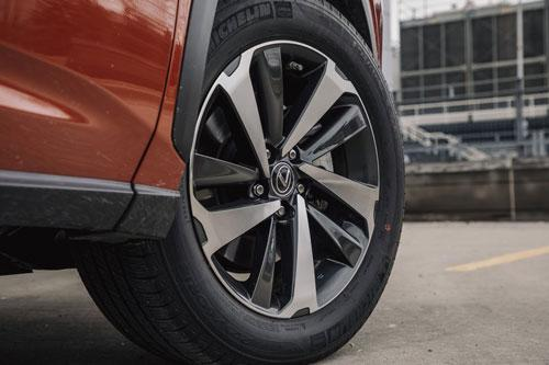 Lexus NX 300h 2020: Công suất 194 mã lực, giá hơn 900 triệu đồng Ảnh 3