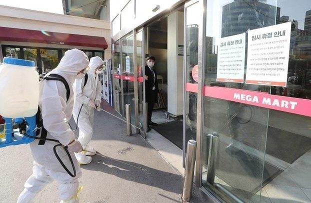 977 người nhiễm COVID-19, 10 ca tử vong ở Hàn: Shin Min Ah - Lee Byung Hun và Yoo Jae Suk ủng hộ 6 tỷ đồng Ảnh 1
