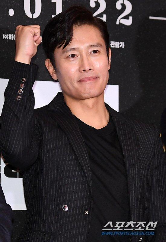 977 người nhiễm COVID-19, 10 ca tử vong ở Hàn: Shin Min Ah - Lee Byung Hun và Yoo Jae Suk ủng hộ 6 tỷ đồng Ảnh 5