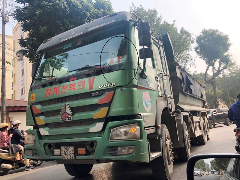 'Xe vua' đeo logo náo loạn phố cấm trung tâm Hà Nội giữa ban ngày Ảnh 1