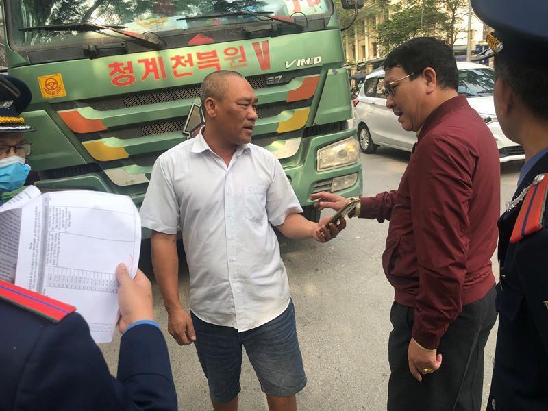 'Xe vua' đeo logo náo loạn phố cấm trung tâm Hà Nội giữa ban ngày Ảnh 15
