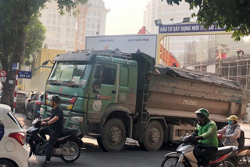 'Xe vua' đeo logo náo loạn phố cấm trung tâm Hà Nội giữa ban ngày Ảnh 9