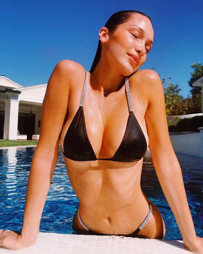 Bella Hadid chuộng đăng ảnh bán nude khoe vòng một Ảnh 6