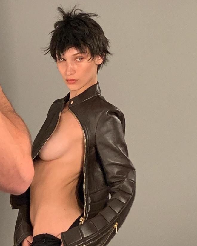 Bella Hadid chuộng đăng ảnh bán nude khoe vòng một Ảnh 10