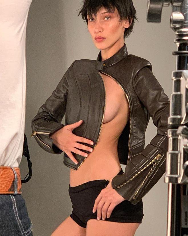 Bella Hadid chuộng đăng ảnh bán nude khoe vòng một Ảnh 9