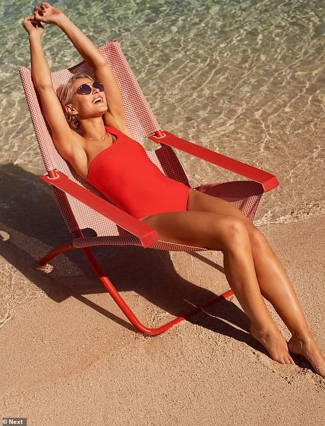 Nữ MC truyền hình Anh tự tin diện thả dáng tuyệt đẹp với bikini ở tuổi U50 Ảnh 1