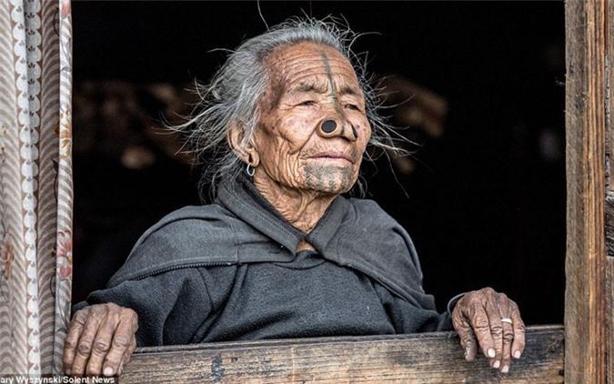 'Ngỡ ngàng' trước bộ lạc có hủ tục đục mũi phụ nữ Ảnh 4