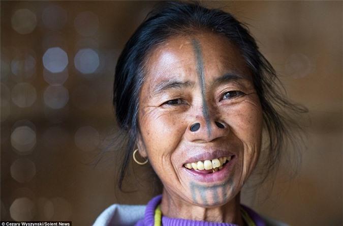 'Ngỡ ngàng' trước bộ lạc có hủ tục đục mũi phụ nữ Ảnh 8