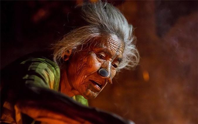 'Ngỡ ngàng' trước bộ lạc có hủ tục đục mũi phụ nữ Ảnh 6