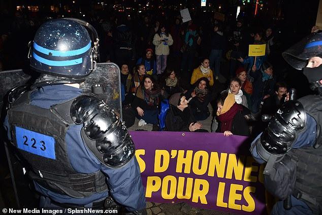 Gia đình Bella Hadid tổ chức tiệc ở Paris khi bên ngoài đang biểu tình Ảnh 3