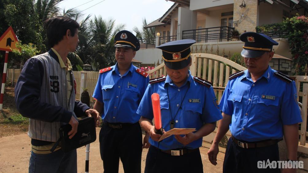 Lập tổ cân lưu động, phạt nghiêm xe quá tải trên đường Hồ Chí Minh Ảnh 2