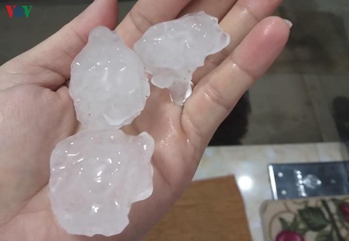 Dông lốc, mưa đá gây thiệt hại nặng nề ở các tỉnh phía Bắc Ảnh 1