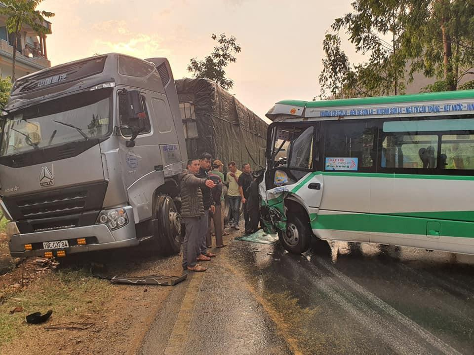 Sơn La liên tiếp 2 vụ tai nạn xảy ra do trời mưa, đường trơn trượt Ảnh 2