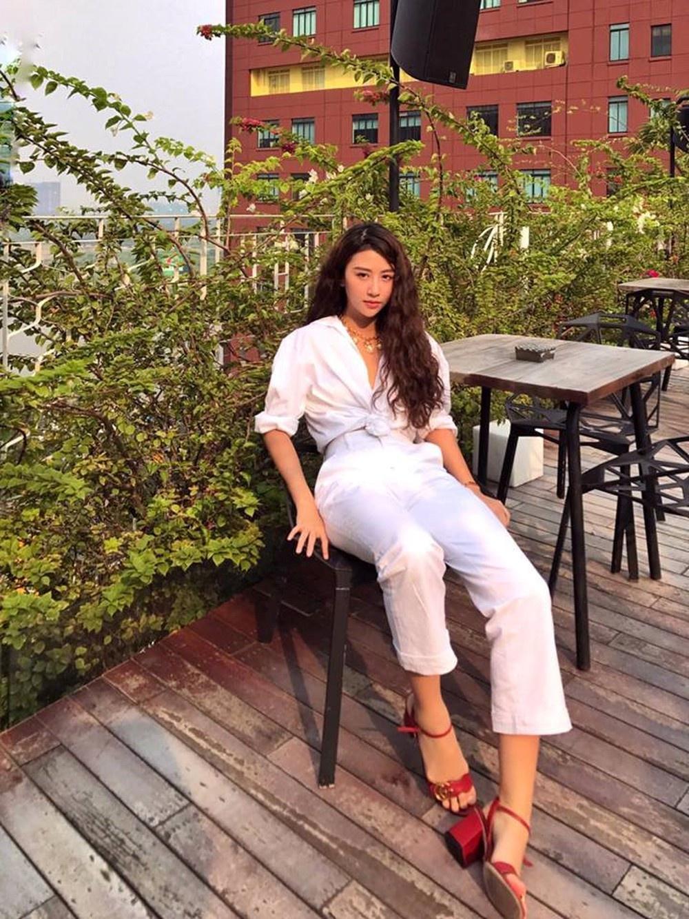 Quỳnh Anh Shyn - từ hot girl Hà thành đến fashionista có style độc lạ Ảnh 9