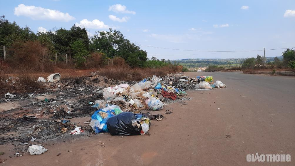 Đắk Lắk: Cận cảnh đại lộ nghìn tỷ thi công dang dở, chằng chịt vết nứt Ảnh 11