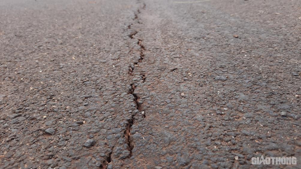 Đắk Lắk: Cận cảnh đại lộ nghìn tỷ thi công dang dở, chằng chịt vết nứt Ảnh 9