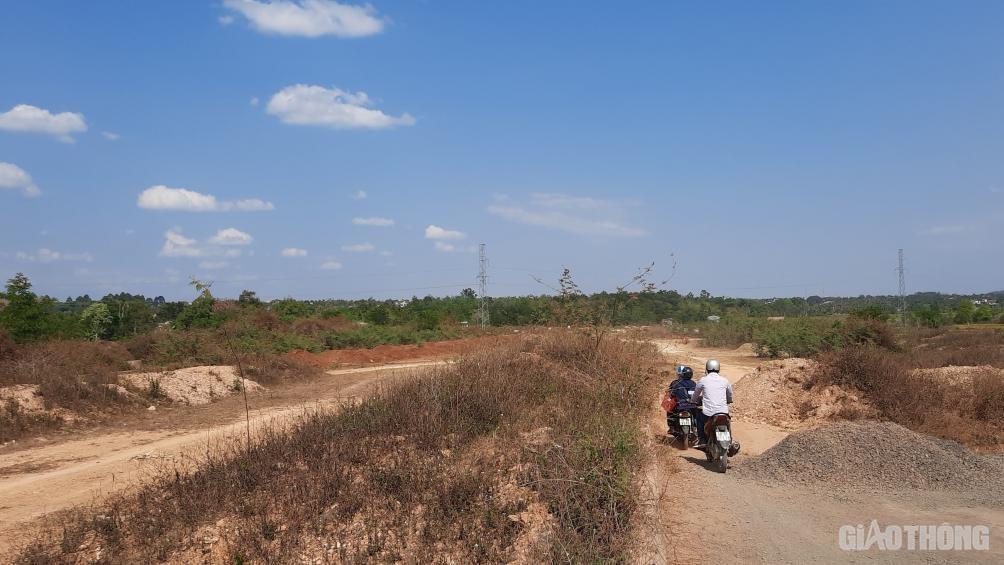 Đắk Lắk: Cận cảnh đại lộ nghìn tỷ thi công dang dở, chằng chịt vết nứt Ảnh 10