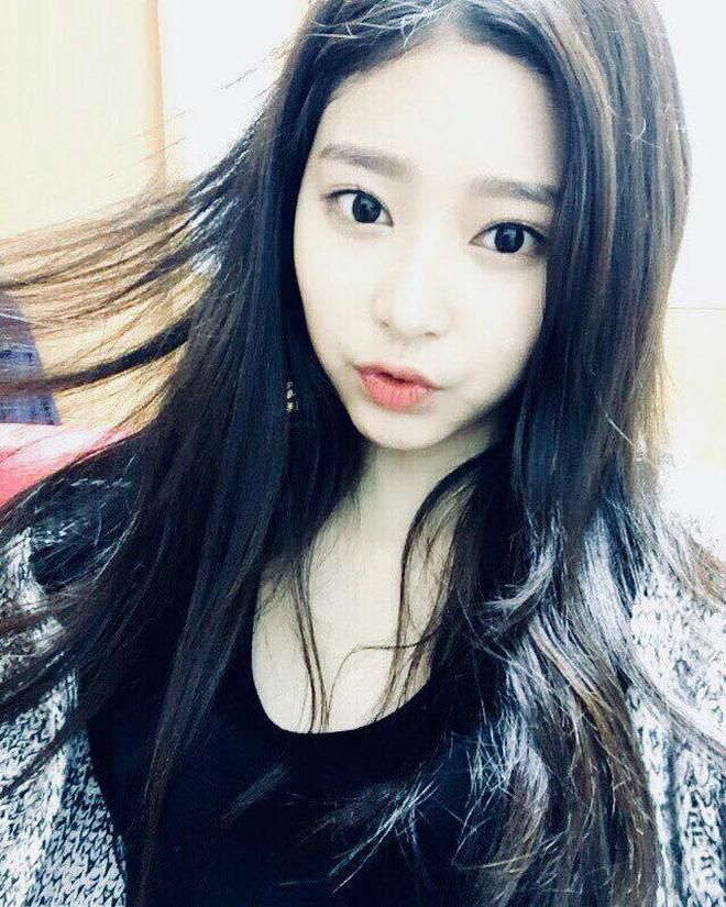 Netizen xôn xao đối thủ nhan sắc của 2 nữ thần Kpop Irene, Tzuyu: Không phải mỹ nhân BLACKPINK mà lại là tân binh? Ảnh 11