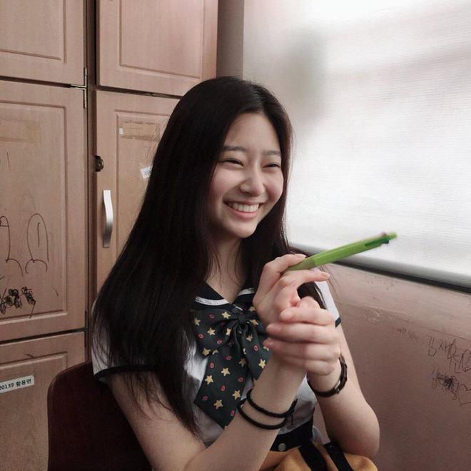 Netizen xôn xao đối thủ nhan sắc của 2 nữ thần Kpop Irene, Tzuyu: Không phải mỹ nhân BLACKPINK mà lại là tân binh? Ảnh 12