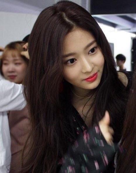 Netizen xôn xao đối thủ nhan sắc của 2 nữ thần Kpop Irene, Tzuyu: Không phải mỹ nhân BLACKPINK mà lại là tân binh? Ảnh 10