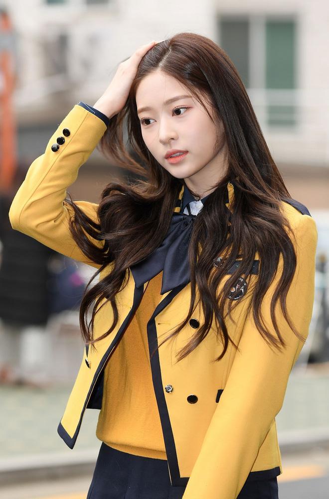 Netizen xôn xao đối thủ nhan sắc của 2 nữ thần Kpop Irene, Tzuyu: Không phải mỹ nhân BLACKPINK mà lại là tân binh? Ảnh 8