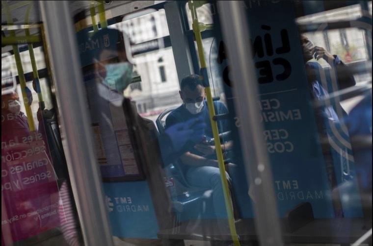 'Bảo bối' của người dùng tàu xe công cộng thời dịch Covid-19 Ảnh 10