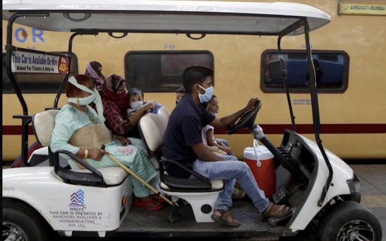 'Bảo bối' của người dùng tàu xe công cộng thời dịch Covid-19 Ảnh 6