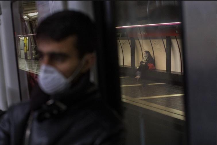 'Bảo bối' của người dùng tàu xe công cộng thời dịch Covid-19 Ảnh 9