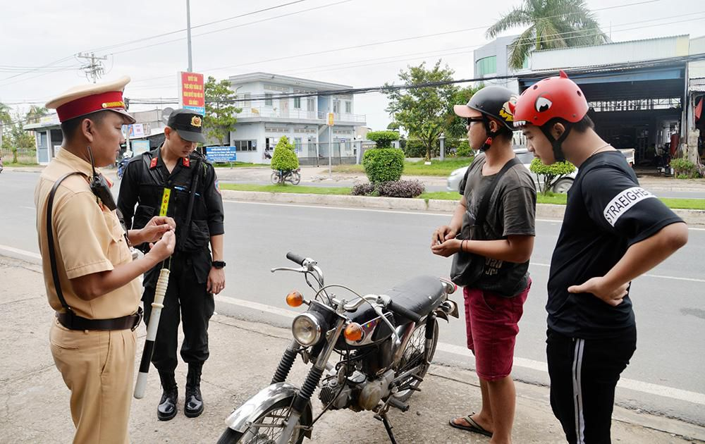 Tăng cường phòng, chống ùn tắc giao thông và đua xe trái phép Ảnh 1