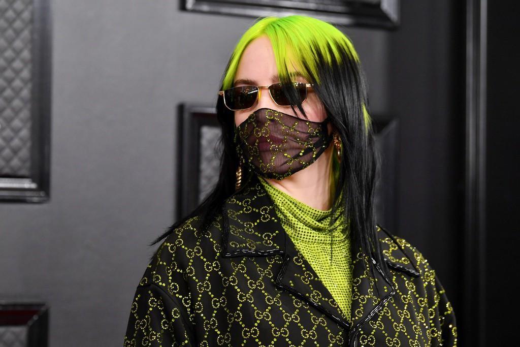 Gucci, Fendi bán khẩu trang độc lạ, giá vài triệu đồng vẫn cháy hàng Ảnh 1