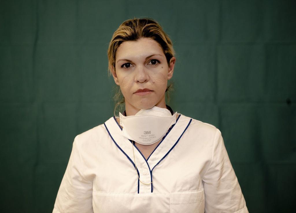 Dấu vết cuộc chiến chống virus hằn sâu trên gương mặt bác sĩ Italy Ảnh 8