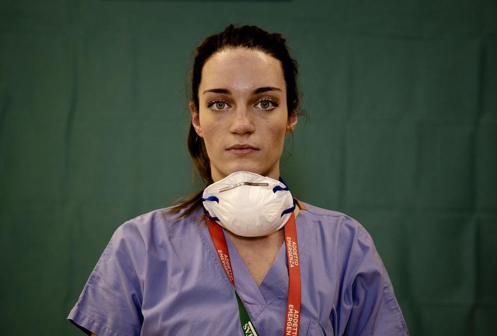 Dấu vết cuộc chiến chống virus hằn sâu trên gương mặt bác sĩ Italy Ảnh 12