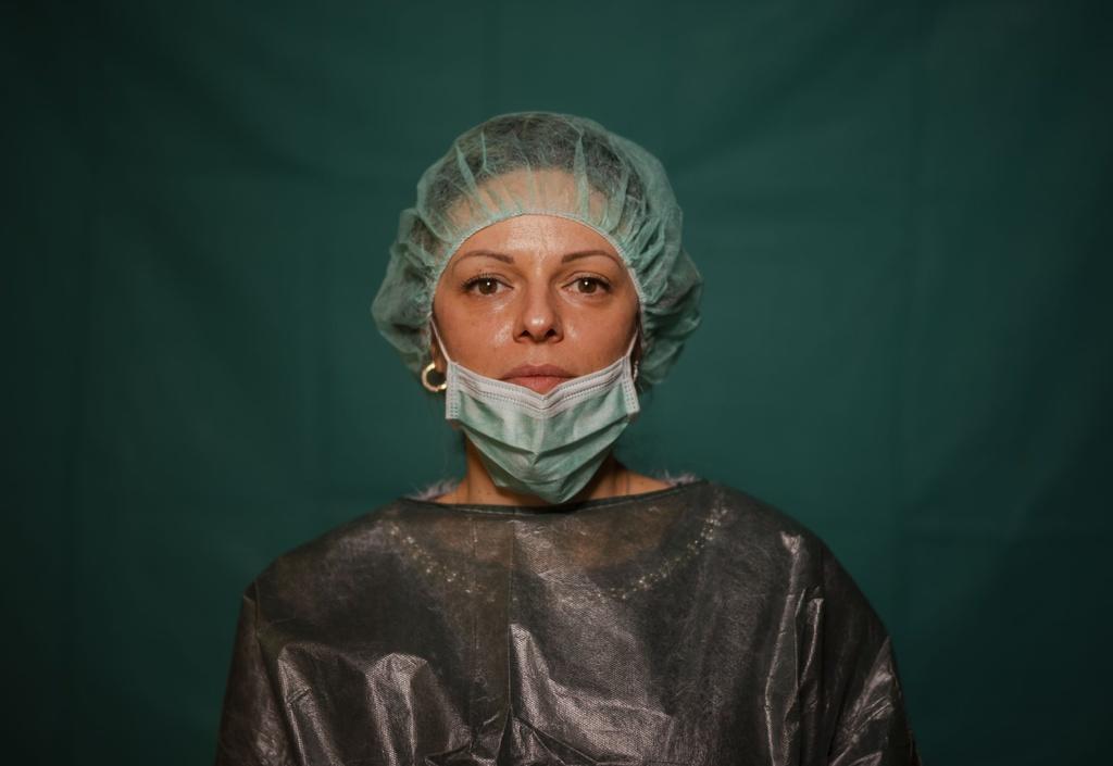 Dấu vết cuộc chiến chống virus hằn sâu trên gương mặt bác sĩ Italy Ảnh 7
