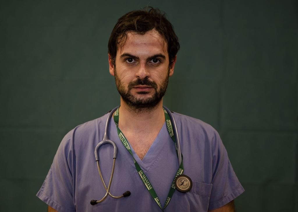 Dấu vết cuộc chiến chống virus hằn sâu trên gương mặt bác sĩ Italy Ảnh 10