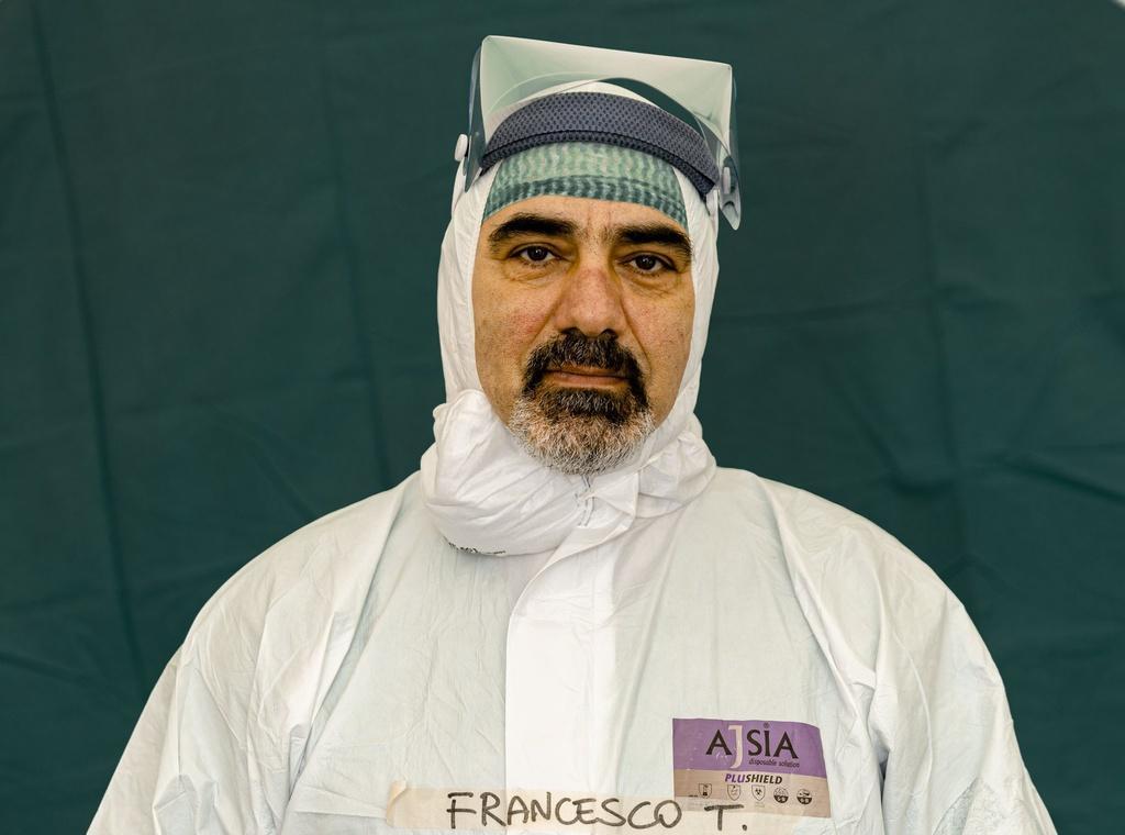 Dấu vết cuộc chiến chống virus hằn sâu trên gương mặt bác sĩ Italy Ảnh 16