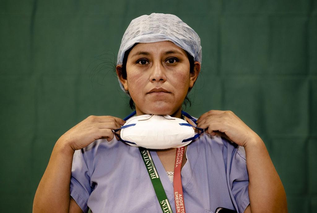 Dấu vết cuộc chiến chống virus hằn sâu trên gương mặt bác sĩ Italy Ảnh 1